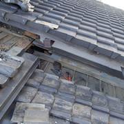 施工中の屋根瓦の様子の画像